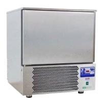 Matériel professionnel pour la boulangerie pâtisserie tels que des pétrins, des batteurs, des refroidisseurs à eau, des tables et vitrines réfrigérées et des éléments inox